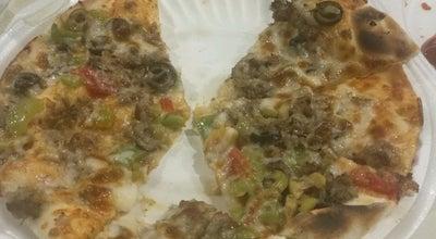 Photo of Pizza Place Pizza Hot Express | بيتزا هت أكسبرس at مجمع برج الساعة ، مكة المكرمة, Saudi Arabia