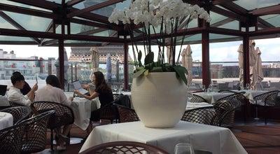 Photo of French Restaurant Les Ombres at 27 Quai Branly, Paris 75007, France