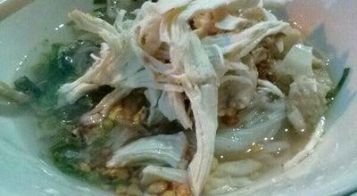 Photo of Ramen / Noodle House ก๋วยเตี๋ยวไก่ฉีก หม้อดินแม่ประนอม at 729, Hua Ro 13000, Thailand