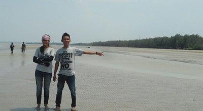 Photo of Beach Pantai Jenuh at Jalan Raya Jenuh, Tuban, Indonesia
