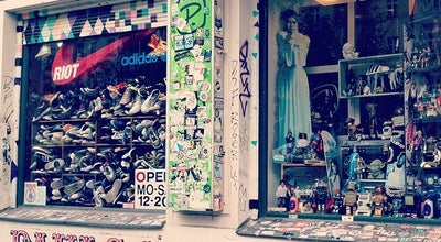 Photo of Thrift / Vintage Store Pauls Boutique at Oderberger Str. 47, Berlin 10435, Germany