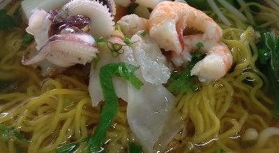 Photo of Ramen / Noodle House ร้านพ่อมดก๋วยเตี๋ยวปลา at ตีนสะพานยายหลา, Trat 23000, Thailand