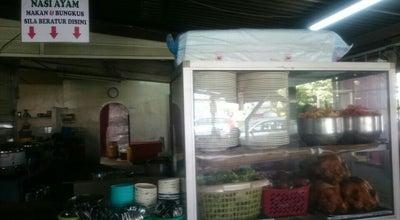 Photo of Malaysian Restaurant Nasi Ayam Kuih Udang Tauhu Bakar Semenyih at Dewan Sjk (c) Kg Baru Semenyih, Semenyih, Malaysia
