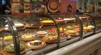 Photo of Dessert Shop キルフェボン グランフロント大阪店 (Qu'il fait bon) at 北区大深町4-20, 大阪市 530-0011, Japan