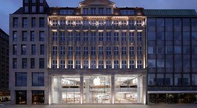 Photo of Electronics Store Apple Jungfernstieg at Jungfernstieg 12, Hamburg 20354, Germany