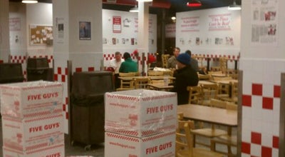 Photo of Burger Joint Five Guys at 2368 N Clark St, Chicago, IL 60614, United States