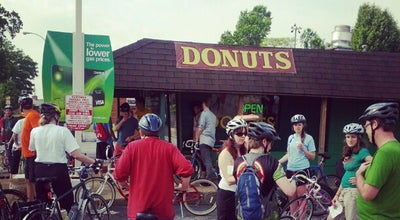 Photo of Donut Shop St. Louis Hills Donut Shop at 6917 Hampton Ave, Saint Louis, MO 63109, United States