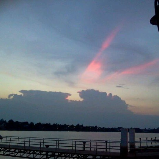 Photo taken at เข่ือนเรียงหิน by Ampere Z. on 5/1/2012