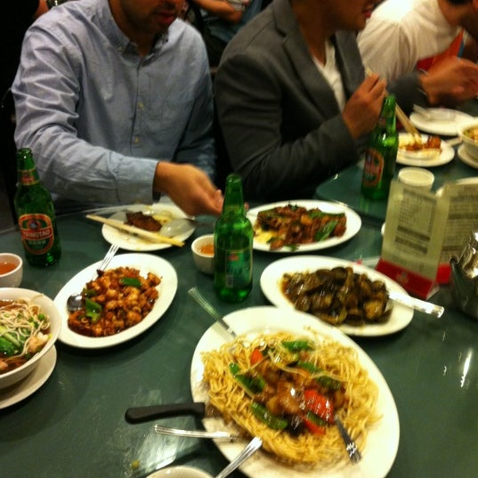 Photo taken at Joe's Ginger 锦江饭店 by Christine  H. on 5/19/2012
