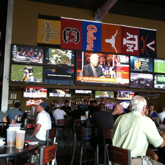 dj 39 s dugout sports bar downtown omaha 1003 capitol ave. Black Bedroom Furniture Sets. Home Design Ideas