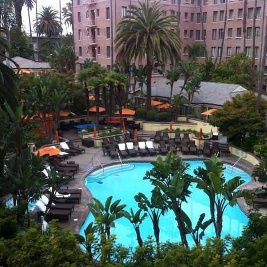Fairmont miramar hotel bungalows wilshire montana for Koi pool santa