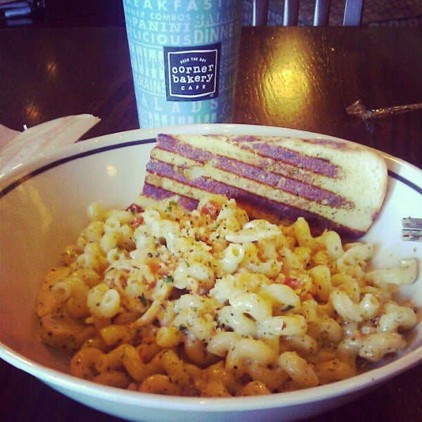 Photo taken at Corner Bakery Cafe by Oliver B. on 4/14/2012