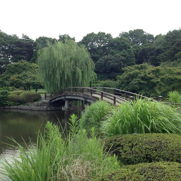Photo taken at 新宿御苑 (Shinjuku Gyoen) by Jay S. on 7/27/2013