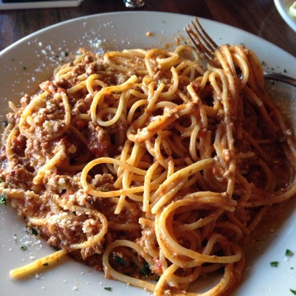 Photo taken at Giovanni's Restaurant by deardeleta on 2/10/2014