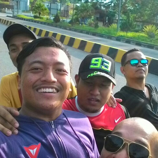 Photo taken at Bukit Kayu Hitam Immigration Complex by Faris A. on 5/27/2015