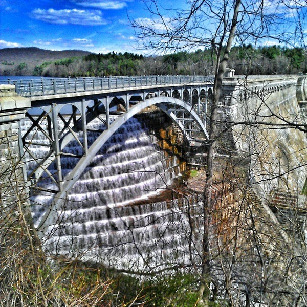 Photo taken at Croton Gorge Park by Milton on 4/14/2013