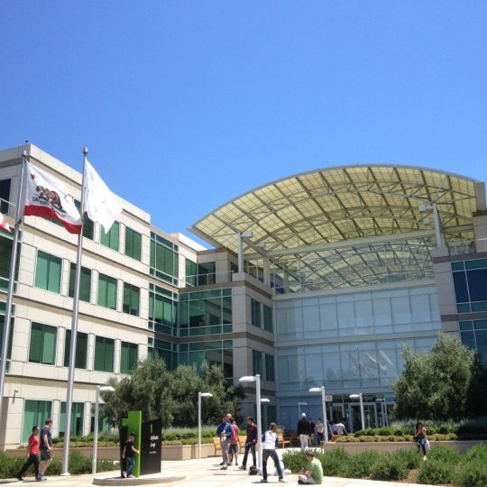 Photo taken at Apple Inc. by Yutaro I. on 7/16/2013