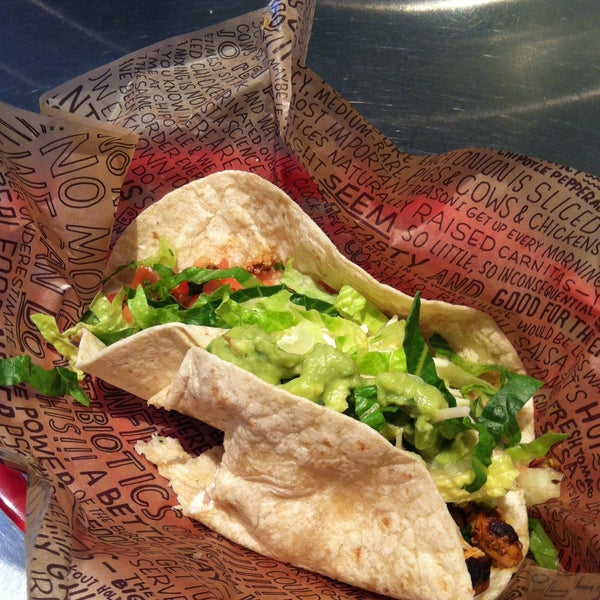 Photo taken at Chipotle Mexican Grill by Jamie R. on 5/7/2013