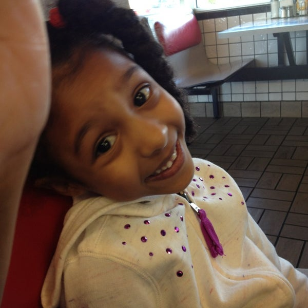 Photo taken at Waffle House by Talisa M. on 8/27/2013