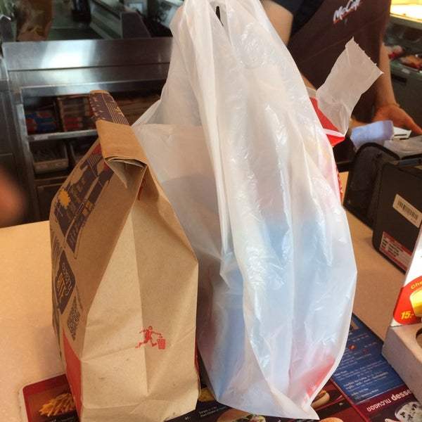 Photo taken at McDonald's (แมคโดนัลด์) by Tao K. on 12/13/2014