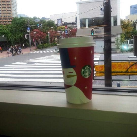 Photo taken at Starbucks Coffee 神楽坂下店 by Yoo J. on 11/11/2012