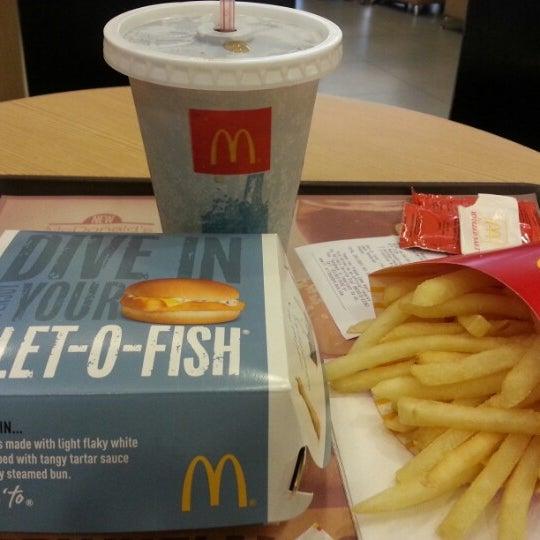 Photo taken at McDonald's by Kitt Ritche C. on 4/6/2013