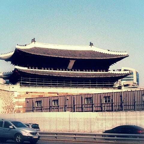 Photo taken at 숭례문 (崇禮門, Sungnyemun) by KAZ I. on 3/24/2013