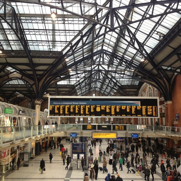 Photo taken at London Liverpool Street Railway Station (ZLS) by Eglė S. on 12/30/2012