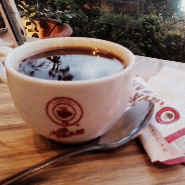 Photo taken at JAVA BEAN Coffee & Resto by Kading Sebut Saja Kipli on 8/10/2014