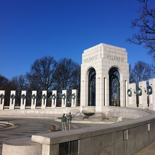 Photo taken at World War II Memorial by Jorge Alexandre A. on 12/14/2012