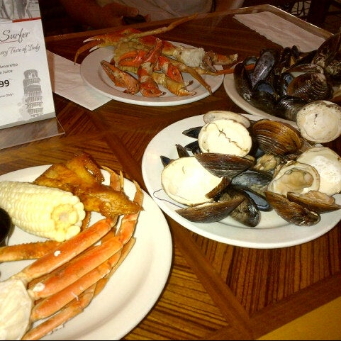 Photo taken at Phillips Seafood by Gigi T. on 6/22/2013