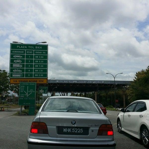 Photo taken at Bukit Kayu Hitam Immigration Complex by AyaqJagung on 10/3/2016