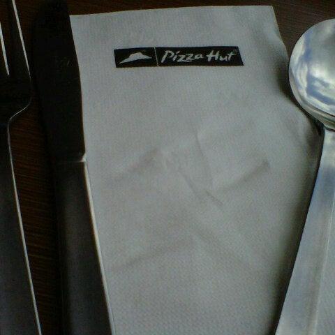 Photo taken at Pizza Hut by Hajarul Bistari P. on 3/31/2013