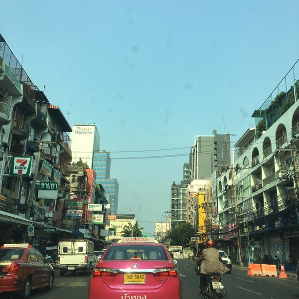 Photo taken at Sutthisan Intersection by SNICEZ on 4/29/2016