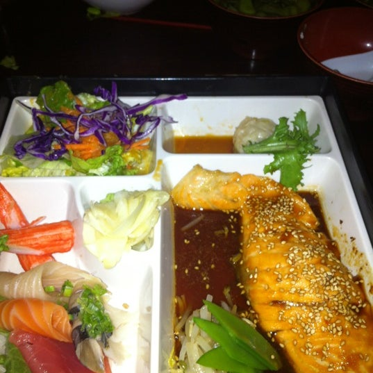 Photo taken at Sushi Lounge by lindai s. on 4/27/2013