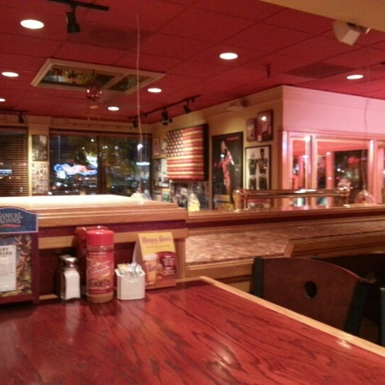 Photo taken at Red Robin Gourmet Burgers by Jeffrey R. on 12/13/2012