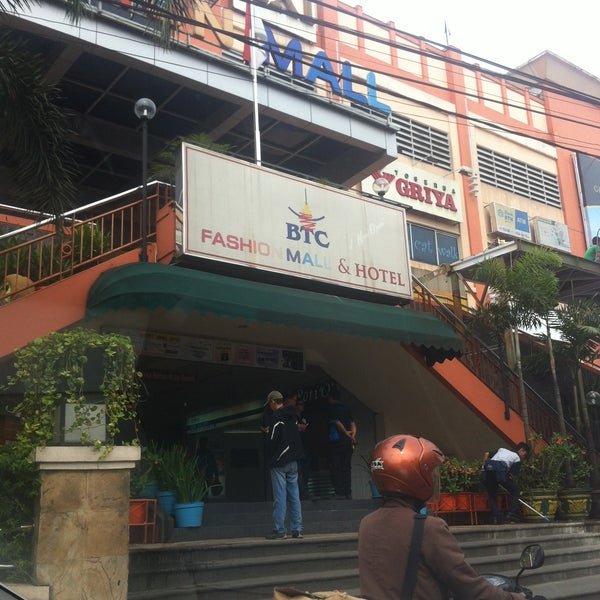 Photo taken at Bandung Trade Centre - BTC Fashion Mall by Armein H. on 5/2/2015