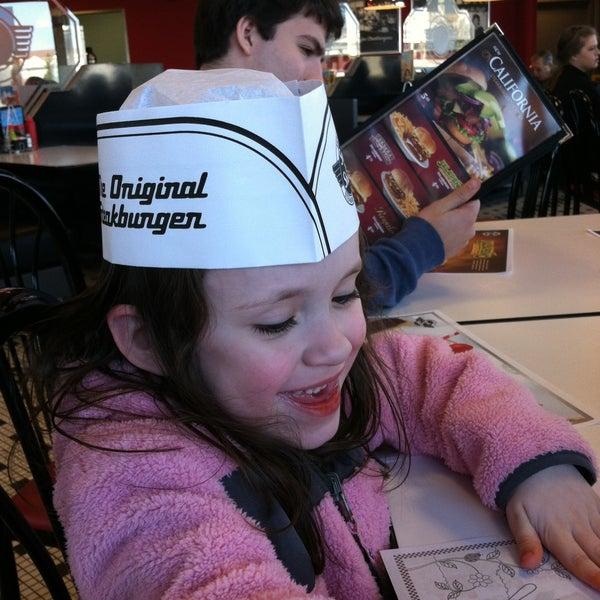 Photo taken at Steak 'n Shake by Kimberly B. on 4/13/2013