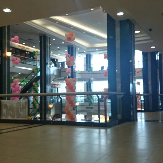 Photo taken at Hua Ho Mall Manggis by jhunnelynAx on 6/7/2014
