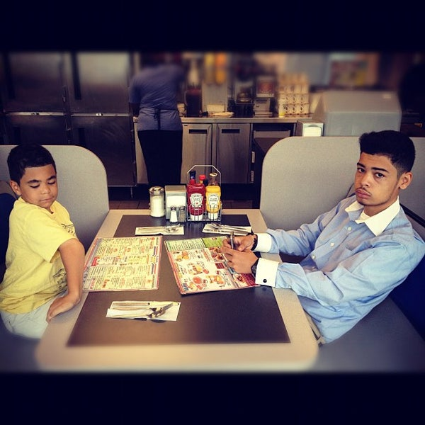 Photo taken at Waffle House by jeff b. on 9/16/2012