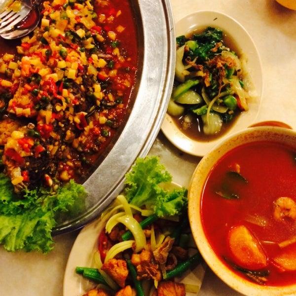 Photo taken at Restoran Sambal Hijau by Nabilah Y. on 3/11/2015