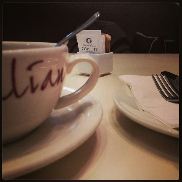 Photo taken at Victor and Carina Contini Ristorante by Lindemann F. on 12/18/2014