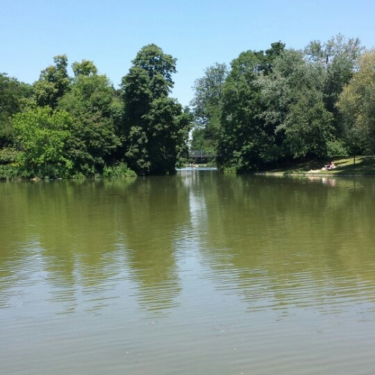 Photo taken at Lac Daumesnil by Obert M. on 7/2/2014