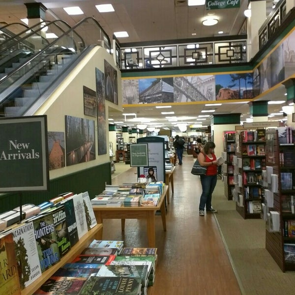 Photo taken at College of William & Mary Bookstore by Ivy Agnes N. on 8/29/2015