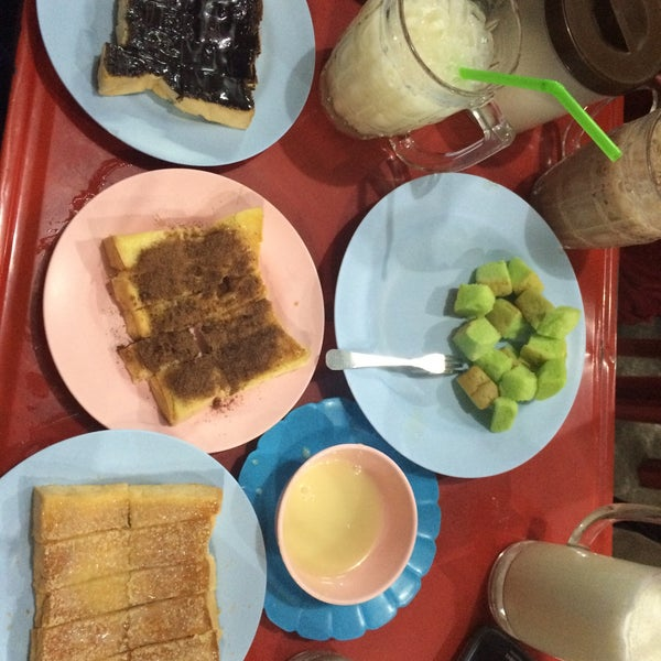 Photo taken at อ้อนนมสด by Mymee on 11/17/2015