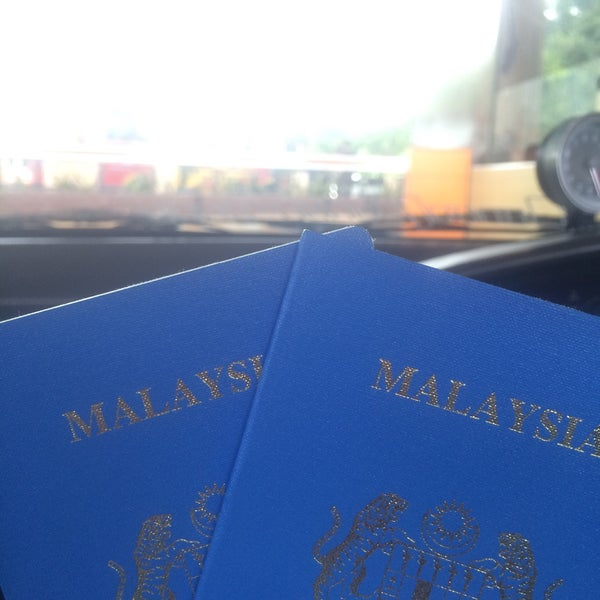 Photo taken at Bukit Kayu Hitam Immigration Complex by Eyra R. on 8/7/2016