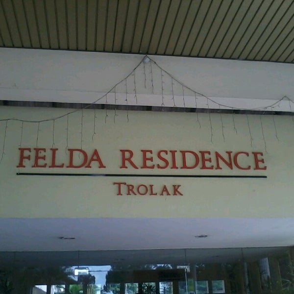 Photo taken at Felda Residence Trolak, Sungkai by nazra on 5/7/2013