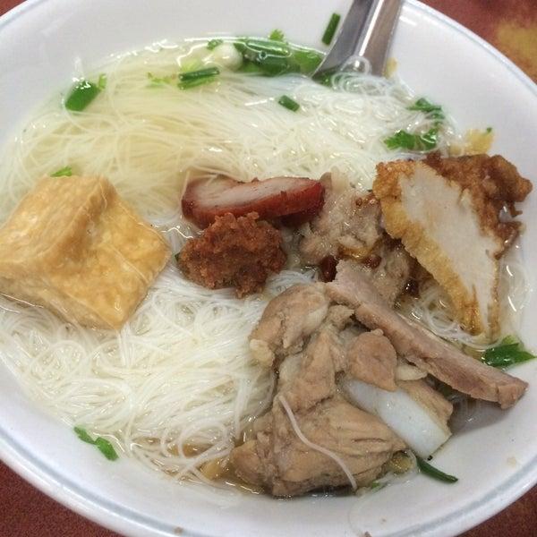Photo taken at ร้านยกเข่ง (โล่งโต้ง) by Kitty_oh on 5/8/2015