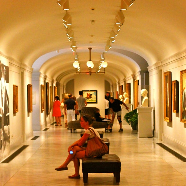 The high-ceilinged halls include portraits of every American president, photos of influential Americans from activists to athletes, digital technology, and modern art design.