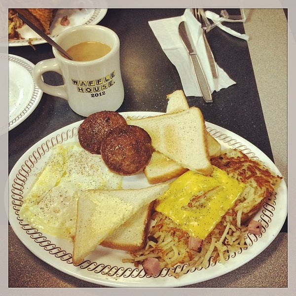 Photo taken at Waffle House by Quinton C. on 3/12/2014